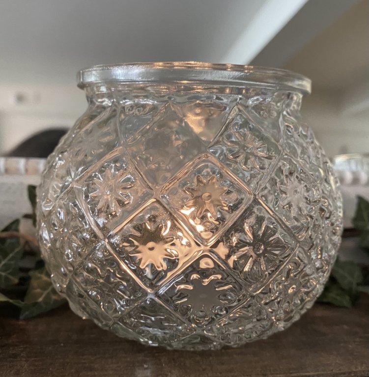 Pretty Ornate Globe T Light